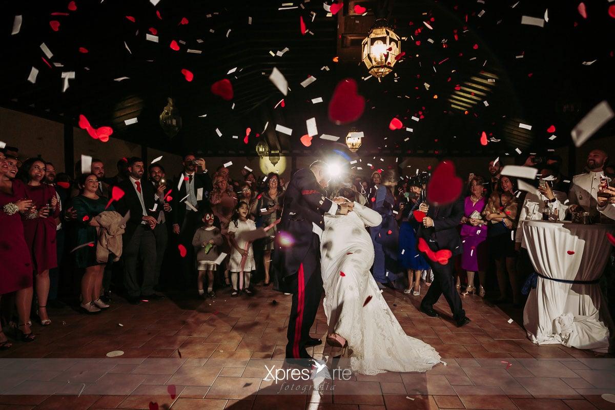 Confeti baile de los novios en la boda